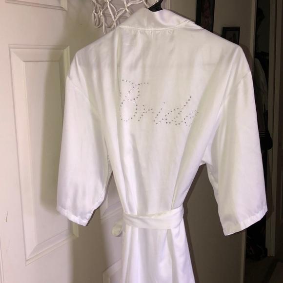 Gilligan & O'Malley Other - White bride 👰🏻robe EUC.